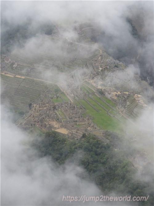 ワイナピチュの頂から望むマチュピチュ