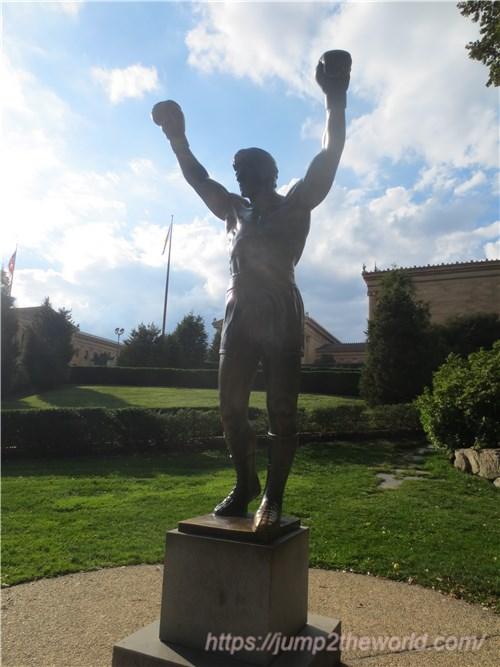 ロッキー 銅像